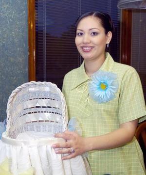 Elizabeth Lozano de Sánchez disfrutó de una fiesta de canastilla, que le organizaron por el próximo nacimiento de su bebé
