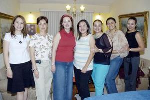 <b>10 de mayo </b> <p> Por el próximo nacimiento de su bebé, a Cristina Salgado de Gómez le ofrecieron una fiesta de canastilla Ana Borbolla, Vero Villarreal, Liz Vázquez, Claudia Fernández y Julie Payán.