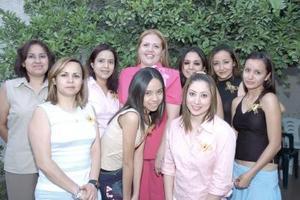 Marisol Garay Rojas recibió múltiples felicitaciones de sus amigas, en la despedida de soltera que le ofrecieron por su cercano enlace matrimonial.