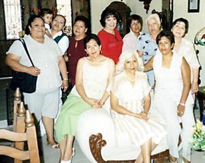 Quica Morín, Josefina Morín, Isabel Morín, Minerva Martínez, Lupita Palafox, Lourdes Delgado, Hilda Pérez y Rosina Gorjón, entre otras acompañaron a Herminia Morín de Gorján.