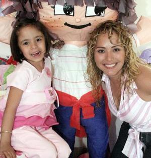 Hermosa Aholibama junto a su mamá Marisol Cavelaris, el día de su fiesta de cumpleaños.