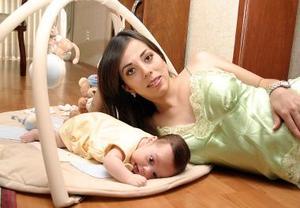 Ana Tere García de Torres con su bebé Luis Genaro.
