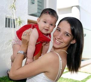 Begoña Galán Sada y su pequeña Fernanda.