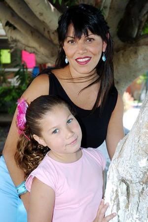 Gabriela Belmont y su  hija Regin