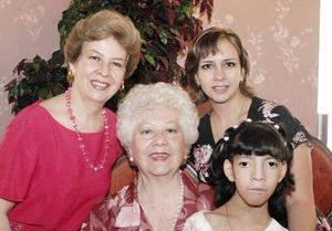 Irma Trejo de Cobián, Irma Cobián de Arellano, Lorena Arellano de Mancillas y Sofía Lorena Mancillas Arellano
