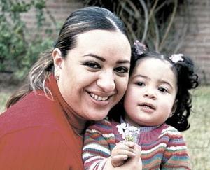Lizbeth Vázquez y su hijita Mariana Huerta.