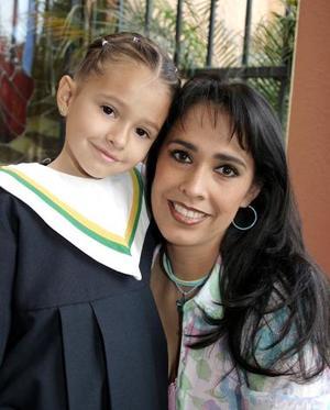 Martha de Llamas y su hija, Martha Elena Llamas Castro.