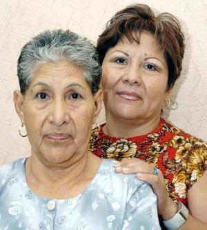 Mercedes Vázquez y su hija Virginia Ricalcaba