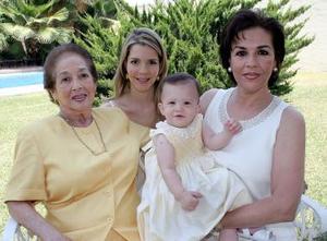 Rosa Vara de García, Rosa García de Martínez, Alejandra López de Martínez y Andrea López Martínez.