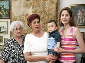 Soledad Vera de Anaya, Patricia Anaya de Perdomo, Paty Perdomo de Hernández y Javier Alejandro Hernández Perdomo.