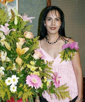Hortensia Mora Cervantes en su despedida de soltera