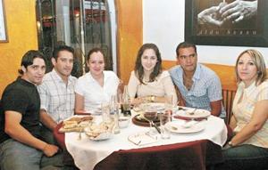Erick Canedo, Benjamín Ávalos, Paty de Ávalos, Bárbara Muñoz, Carusin Estrada y Maria Esther de Muñoz