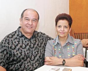 Ma. de los Ángeles de Woo y Francisco Woo Favela