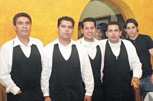 Juanito, José Luis, Ricardo, Javier y Erick Canedo.