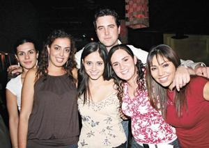 Elena, Anny, Meche, Luis, Natalie y Vanessa