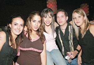Maricarmen Garrido, Andrea Portal, Izhar Giacomán, Joe Arriaga y Marcela Marcos