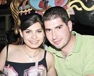 Laura Abraham y Oscar Navarrete