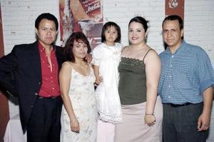 Gustavo Gómez, Margarita Saucedo, María  Fernanda Gómez, Nohemí Acevedo y Eduardo Saucedo.