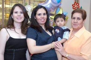 Sandra López Chavarría y Silvia Chavarría de López le ofrecieron una fiesta de canastilla a Verónica I. de Lozano, en honor al bebé que espera