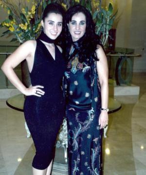 <b>10 de mayo </b> Gabriela Silveyra y su hija Gaby.