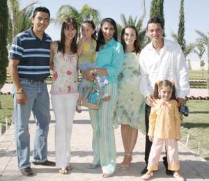 <b>11 de mayo </b> Salvador Mariscal, Lorena Murra, Martha de Llama, Glauce Caran, Carlos Augusto Gómez, Aixa Borggetti e Ivanna López.