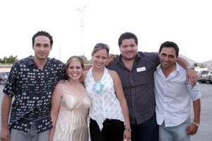 <b>13 de mayo </b> Jesús Hernández, Adriana Morales, Ivonne Padilla, Rudy y otro amigo.