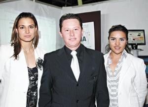 Ana Rosa García de Alba Darwich, Edgar Dorado Zarate y Brenda Ruiz de Esparza del proyecto MERCA UIA.