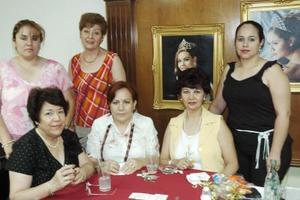 Ana María de Lares, Vicky de Hernández, Mary Carmen de Sandoval, Pily Sapiens de García, Toñeta de Andrade y Lucy de Sandoval .