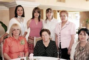 María del Pilar Cabarga de Ramírez con Tensy de García, Adriana de Arce, María de Jesús Zorrilla, Gilda Valenzuela, Gilda Garza y Abigail Fernández.