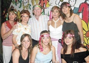 Viviana Muñoz, Anita Segura, José Antonio Villarreal, Gabriela Segura de Villarreal, Rosa de Segura, Ana Isabel y Gaby Villarreal y Janeth