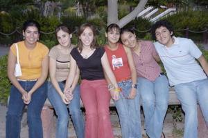 <b>13 de mayo </b> <p> Martha Patricia Gaucín Castañeda, acompañada por sus amigas el día de su cumpleaños