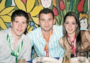<I>ALEGRE REUNION</I><P>Alejandro Martínez, José Alberto Domínguez y Daniela Natera