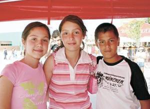 Pamela Peña Braña, Ana Cecy Lara e Israel Betancourt