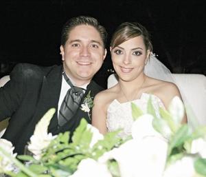 <I>GRAN NOCHE DE BODA</I><P>La feliz pareja Pedro Aguirre Martínez e Ileana del Río Guerrero