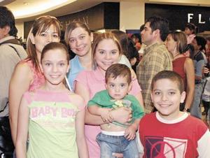 Ilse, Valeria, Herman y Lety de la Garza, Diego Gutiérrez y Norma Castejón