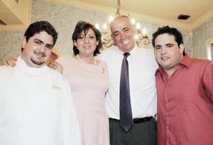 Alberto Humphrey Dugay y Ángela Guerrero de Humphrey con sus hijos Alberto y Andrés