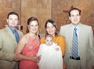 Jorge Humphrey Galván acompañado de sus papás Jorge Humphrey Sáenz y Alejandra Galván de Humphrey y sus padrinos Bárbara Collier de la Marliere de Ávalos y Adolfo Ávalos Longoria.