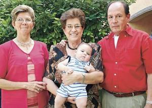 Jorge Humphrey Galván con sus abuelos Georgina Sáenz de Villa, Queta Jáuregui de Galván y Ezequiel Galván Guerrero