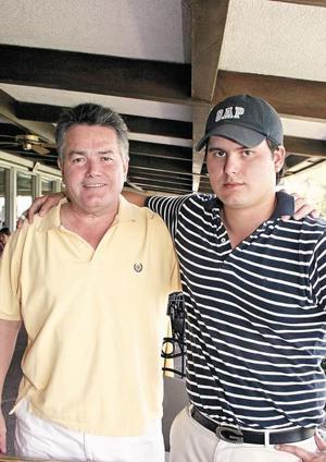 Otón Zermeño con su hijo Gabriel Zermeño Martínez