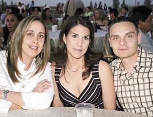 Gabriela Genel de Arreola, Mayte Romero García y Luis Carlos Bernal Arreola