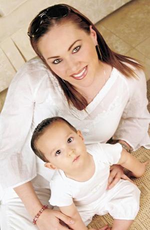 Maribel González de Segura y su hijo Neto