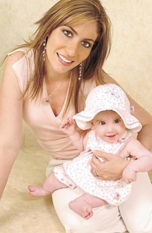 <I>ROSTROS ACTUALES Fotografía: Aldaba</I><P>Eleni Gibert de Collier de la Marliere y su hija Camille