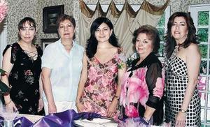 <b>14 de mayo </b><p> Maribel González, Elia Atilano de Robles; Lizy Galiano Atilano, Maru de González y Gina de Ramírez.