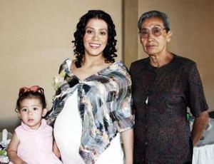 <b>14 de mayo </b><p> Perla Orduña Uribe de Gámez espera el nacimiento de su segunso bebé, motivo por el que la organizaron una fiesta de canastilla.
