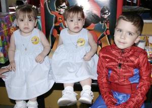 Mariana, Bárbara y Antonio Sleiman Rentería celebarron sus cumpleaños con un alegre convivio.