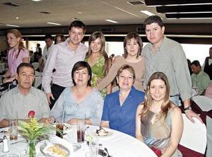 Ángeles de García en compañía de Jesús, Cat, Nora, Fernando, Nancy, Antonio y Any.