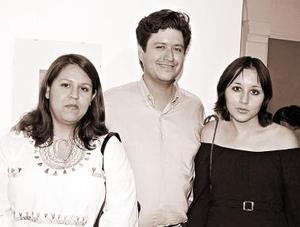 Beatriz Galván, Jesús González y Argelia Ramírez.