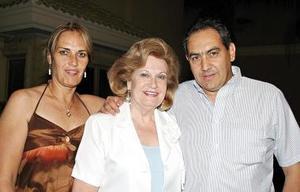 Conchita de Borrego, con sus hijos Juan Antonio y Ana Cristina Borrego Seco