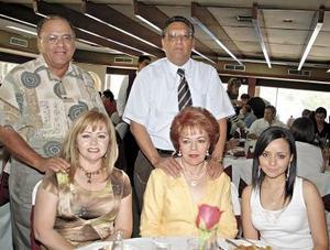 Lupita de Anaya y Mica de Arroyo en la grata compañía d Rena Anaya, Marco Antonio Arroyo y Dayanira Anaya.
