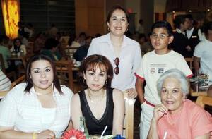 Willma de Nuñez, Margarita Ríos, Margarita de Ríos, Yazmín Nuñez y Jaime Acosta.